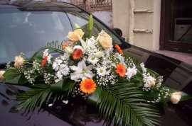Аранжировка за кола от гербер, лилиум, рози и хризантема
