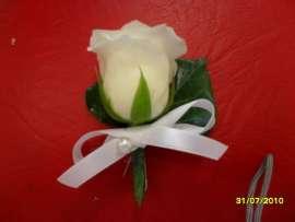 Бутониера от роза