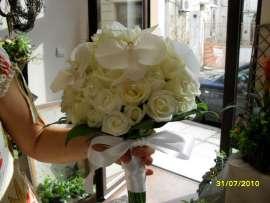 Булченски букет от рози и орхидея