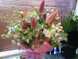 Букет от лилиум и орхидея