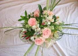 Букет рози ,алстромерия