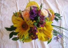 Букет - слънчоглед,алстромерия, рози