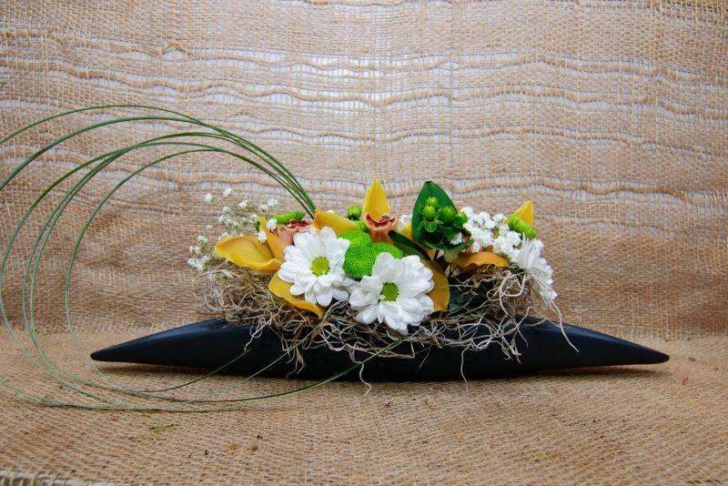 Аранжировка - орхидея и хризантема