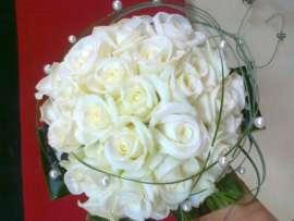 Булченски букет - бели рози