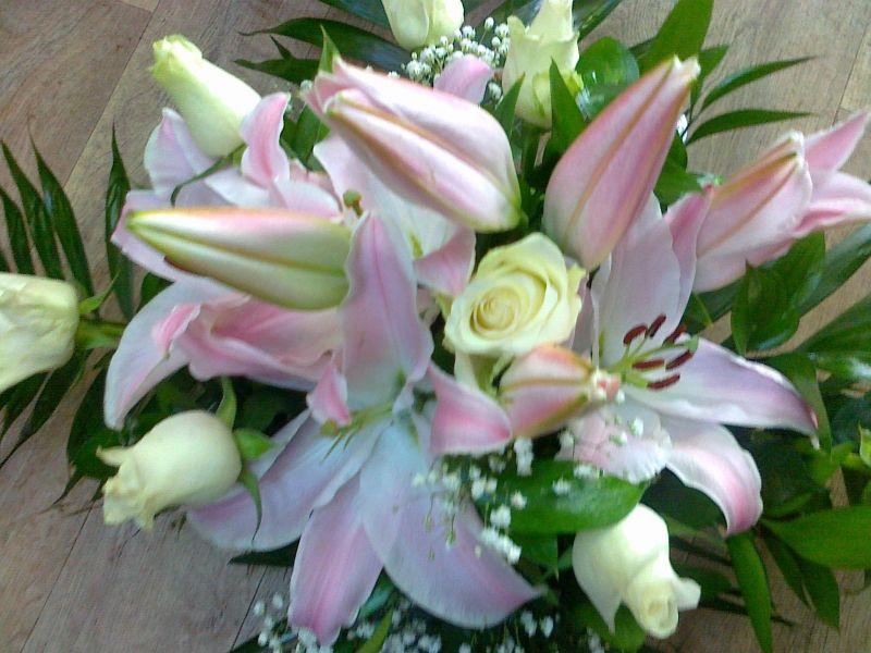 Украса за кола - лилиум и бели рози
