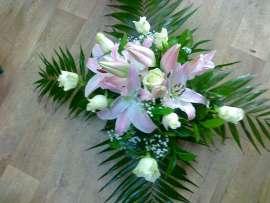 Лилиум и бели рози в гъба