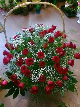 Кошница - червени рози 31бр.