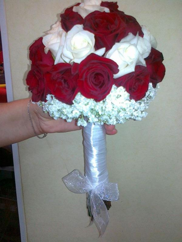 Булченски букет - бели и червени рози