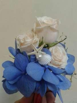Бутониера хортензия и рози