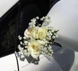 Булченска украса за кола от рози