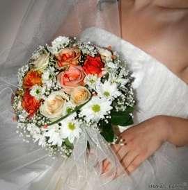 Букет от рози и хризантема