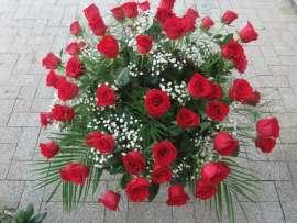 Кошница с рози 51