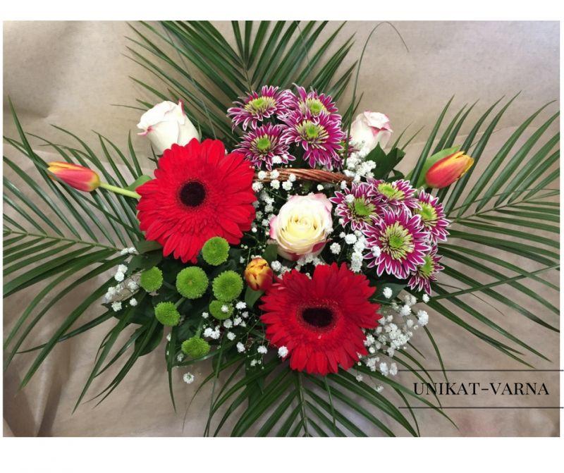Кошница с рози ,хризантеми,гербер