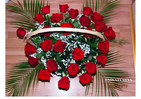 basket with roses 27 pc.