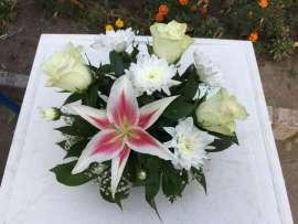 Украса за маса лилиум, хризантема, рози