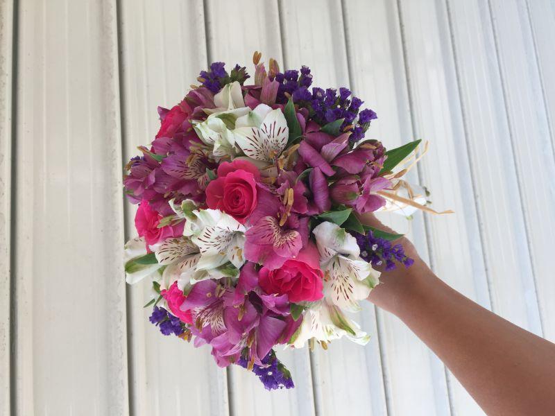 Булченски букет - алстромерия , рози