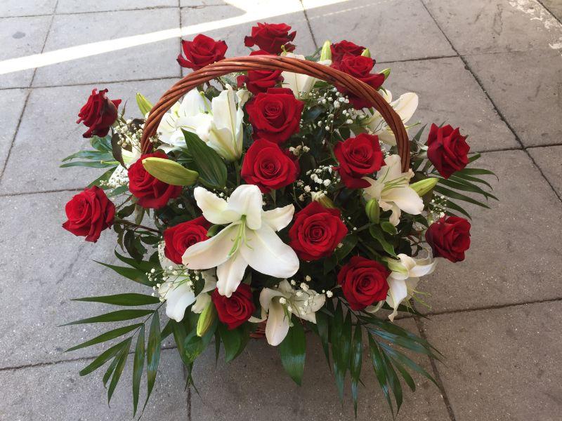 Кошница рози и лилиум