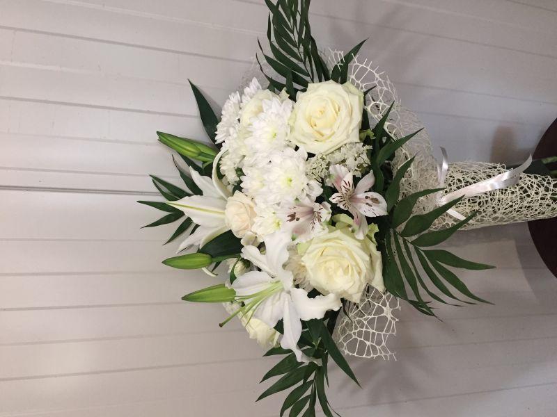 Букет от рози,хризантеми , лилиум