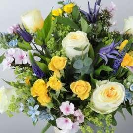 Комбиниран букет рози и алстромерия