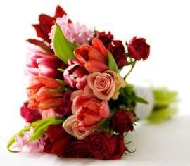 Пролетен Букет- лалета, зюмбюл и рози