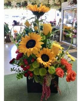 Букет слънчогледи, рози, хризантеми, лизиантус