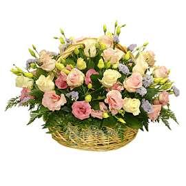 Кошница от рози и лизиантус